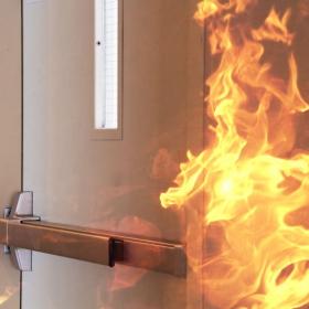 Алюминиевые противопожарные двери: пределы и возможности