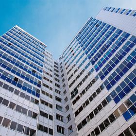 Свет, пространство и тепло – разбираем преимущества остекленного балкона