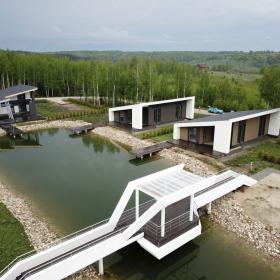 Фасадные панели KMEW в современной архитектуре: загородный поселок премиум-класса