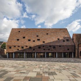 Общинный центр «Kannikegarden» в городе Рибе, Дания. Тысяча лет истории датского кирпича