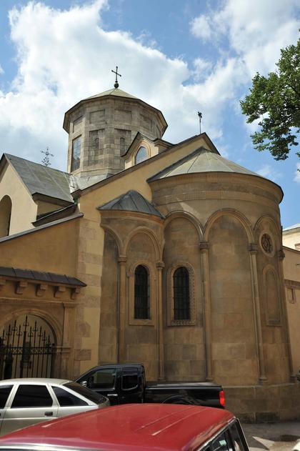Армянский собор во Львове. Внешний вид с юго-востока.
