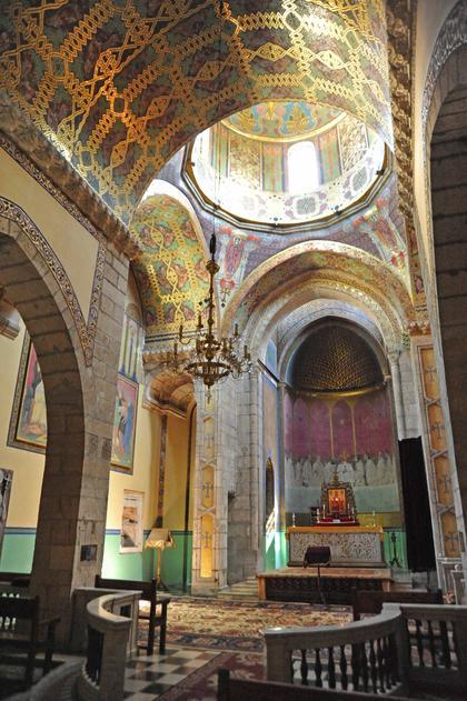 Армянский собор во Львове. Интерьер с видом на алтарь.
