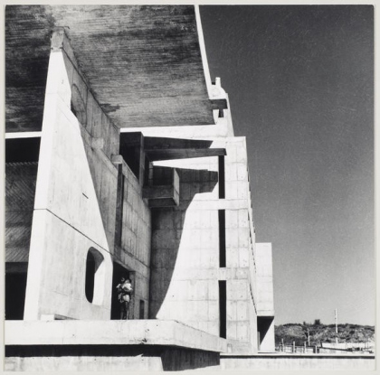 Pierre Jeanneret, architect and photographer. Gandhi Bhawan, Punjab University Campus, Sector 14, Chandigarh. c. 1960-1964. Gelatin silver print. 16.8 x 16.6 cm. Fonds Pierre Jeanneret, CCA Collection.