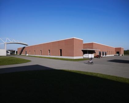 Фабричный корпус Алваро Сиза на кампусе Vitra