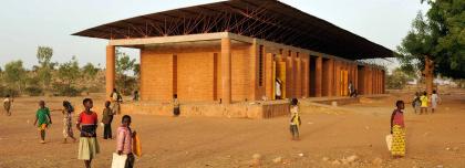 Начальная школа в Гандо