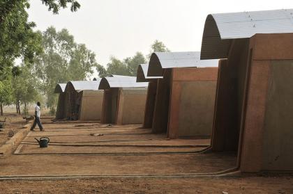 Дома для учителей начальной школы в Гандо