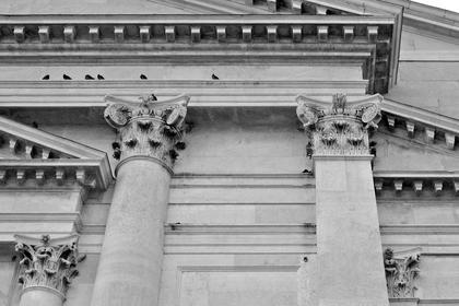 А.Палладио, Иль Реденторе в Венеции, 1577. Астрагал капители и профиль базы у Палладио продолжаются по стене, ведро композитной капители сделано скругленным © А.Д. Бархин
