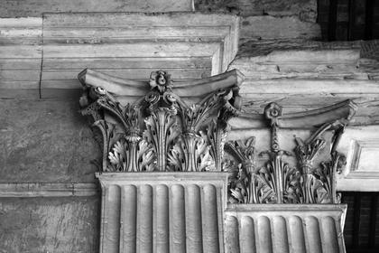 Пантеон в Риме, 126 г. н.э.. Пилястра внутри портика - ведро капители сделано прямым © А.Д. Бархин