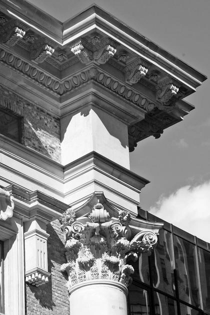 Д.Б.Бархин, Туполев плаза II в Москве, 2004-06. Капитель с увеличенным диаметром абаки в 77 частей, как в Пантеоне © А.Д. Бархин
