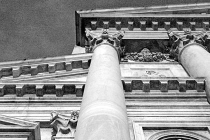 А.Палладио, Сан Джорджо Маджоре в Венеции, 1566. Палладио возвращается к схеме с большим ордером на пьедестале, усиливает рельефность фасада, но карниз малого ордера не крепует, обнимая им колонны © А.Д. Бархин