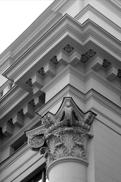 И.В.Жолтовский, Дом на Моховой ул., 1932-34. В доме на Моховой капитель лоджии дель Капитанио соединилась с карнизом церкви Сан Джорджо Маджоре © А.Д. Бархин