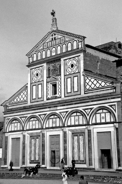 Сан Миньято аль Монте во Флоренции, XI-XIII вв. Идея разорванного фронтона на фасаде исходила из базиликального разреза церкви © А.Д. Бархин