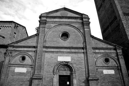 Б.Перуцци, Санта Мария ин Кастелло в Карпи, 1514. Соединение мотива триумфальной арки и базиликального фронтона - такова уникальность небольшой, полузабытой церкви в Карпи © А.Д. Бархин