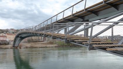 Пешеходный мост де ла Пэ