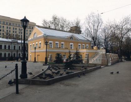Площадь Богоявленского собора в Елохове и реконструкция здания СП Диалог
