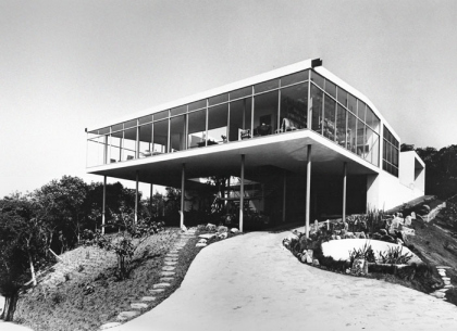 Casa de Vidro São Paulo 1949-1951 | Exterior view shortly after it's completion © Arquivo ILBPMB, Photo: Peter Scheier, 1951