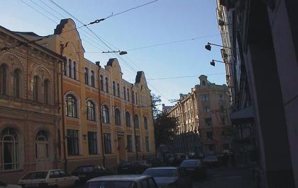 Реконструкция здания в Б. Златоустинском пер.