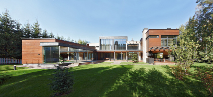 Частный дом Parallel House