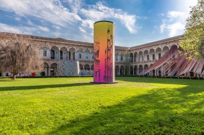 Towers: инсталляция во дворе Миланского университета