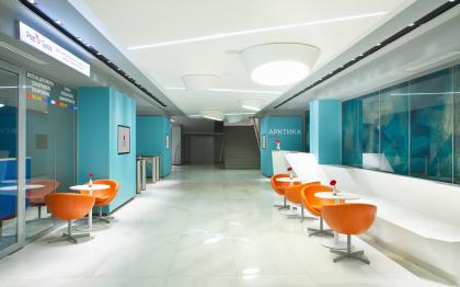 Холл бизнес-центра «Арктика» в гостинице «Азимут»