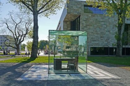 Какие памятники приводят к драке и клаустрофобии
