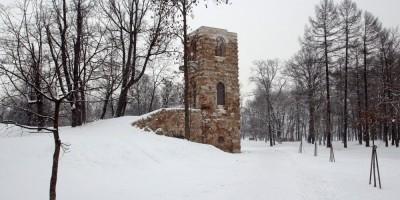В Стрельне завершилось восстановление Башни-руины в Орловском парке