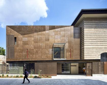 Новый вход и вестибюль музея Клюни