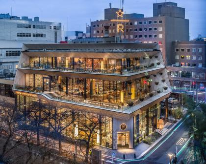 Премиальная кофейня Starbucks в Токио