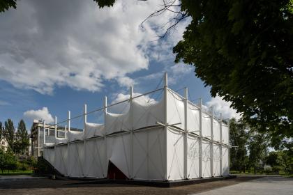 Открылся летний кинотеатр музея «Гараж» по проекту студии snkh