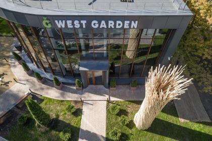 «Колонна» в экопарке ЖК West Garden