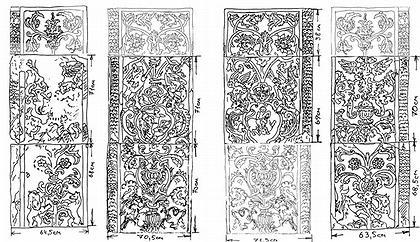 Илл. 2. Реконструкция первоначального расположения фрагментов декора пилонов. Светлым показаны не сохранившиеся детали. Верхний правый блок  был  обнаружен П.Д. Барановским на кладбище в Измайлово. Он сохранился ~ на 1/2.