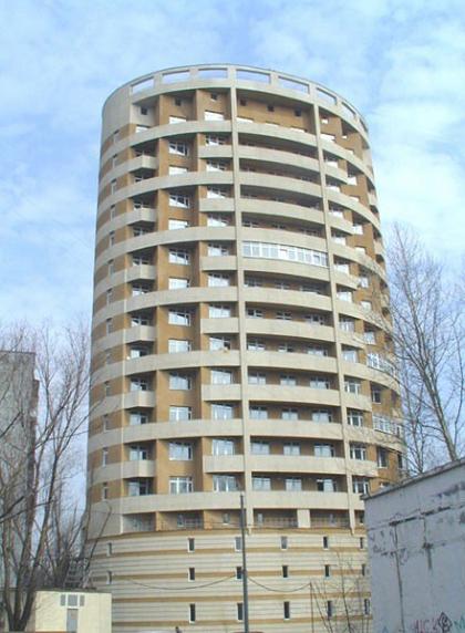 Жилой дом с гаражом-стоянкой на ул. Ельнинская