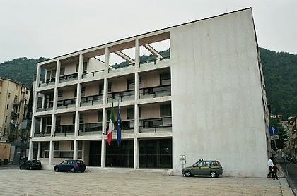 Casa del fascio (Casa del Popolo). 1932-36. Архитектор - Джузеппе Терраньи (Giuseppe Terragni), один из основателей архитектурного объединения Gruppo 7