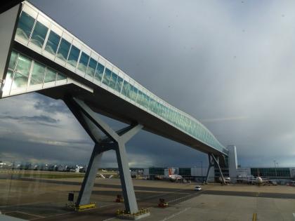 Пешеходный мост в аэропорту «Гэтвик»