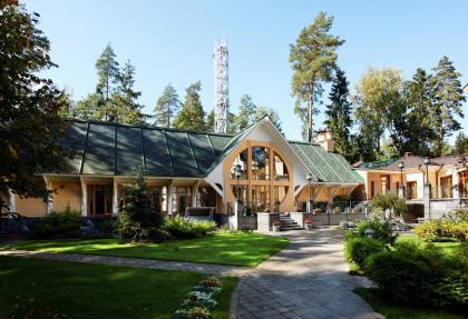 Усадьба «Модерн»: дом для приемов (ресторан), трансформирующийся в каток