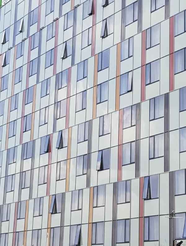 Гостиница Holiday Inn Express на Дубининской улице Фотография © Гинзбург Архитектс