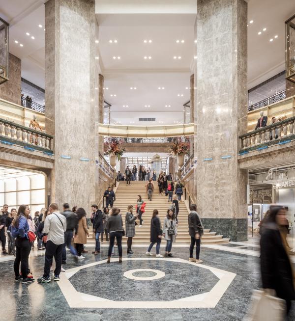 Центральный универмаг Galeries Lafayette на Елисейских полях Фото © Florent Michel