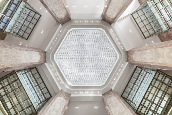 Центральный универмаг Galeries Lafayette на Елисейских полях Фото © Delfino Sisto Legnani & Marco Cappelletti