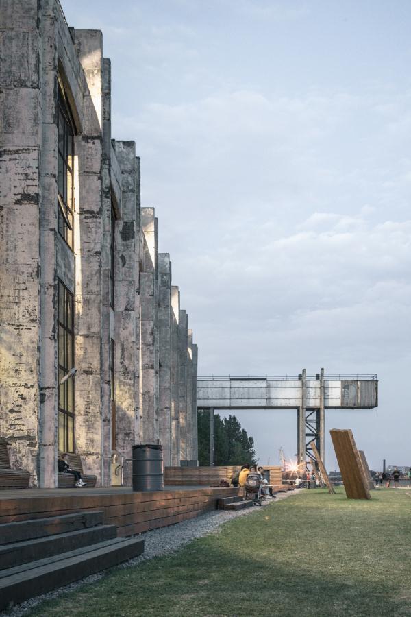 Набережная и мост для загрузки кабеля. Севкабель ПОРТ / проект АБ «Хвоя» Фотография © Григорий Соколинский
