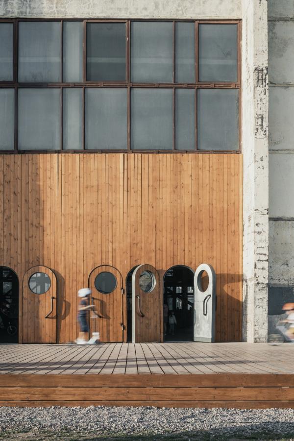 Вход в корпус «Б». Севкабель ПОРТ / проект АБ «Хвоя» Фотография © Григорий Соколинский
