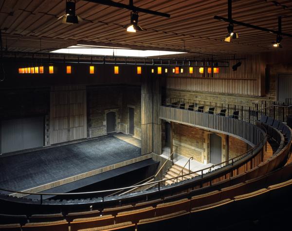 Оперный театр в имении Невилл-Холт Фото © Hélène Binet