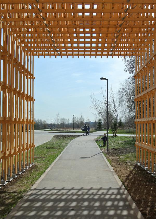 Навесы под ЛЭП в парке «Братеевская пойма» Фотография © АБ Практика