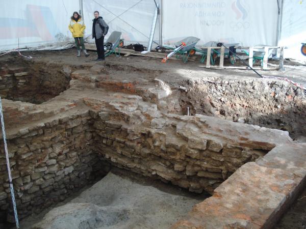 Археологические раскопки, фундаменты Литовского замка Изображение предоставлено бюро «Евгений Герасимов и партнеры»