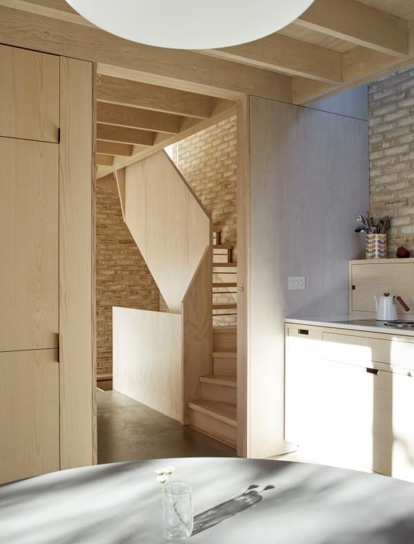 Дом Pocket House в Лондоне получил дополнительную, поощрительную премию Стивена Лоуренса. Архитекторы Tikari Works Фото © Edmund  Sumner