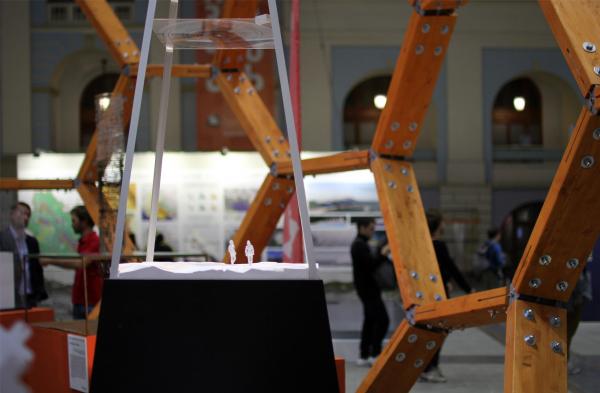 Инсталляция Тимура Башкаева на тему «Прозрачность идеи – идея прозрачности». Фестиваль «Зодчество» 2019  Фотография: Архи.ру