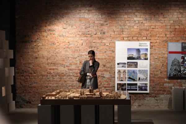 Выставка «Российская архитектура. Новейшая эра. Петербургская версия» в центре ArtPlay Фотография предоставлена редакцией журнала «Проект Балтия» © Алиса Гиль