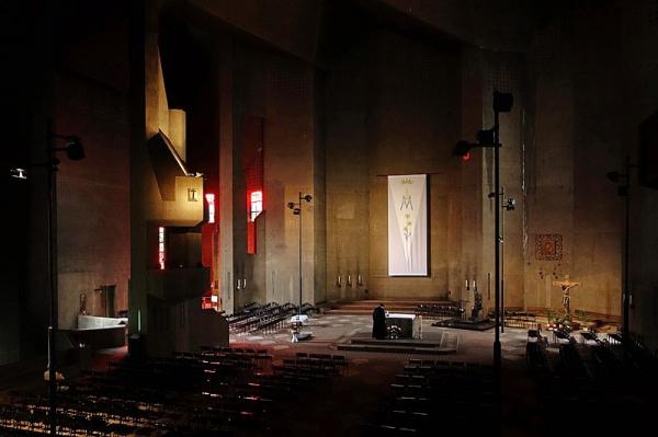 Церковь Богоматери в Невигесе. 1968 Фото: Farbhörer via Wikimedia Commons. Лицензия Creative Commons Attribution-Share Alike 4.0 International
