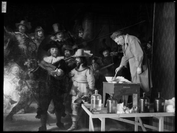 Реставратор снимает лак в 1946-47 годах © Photo Rijksmuseum
