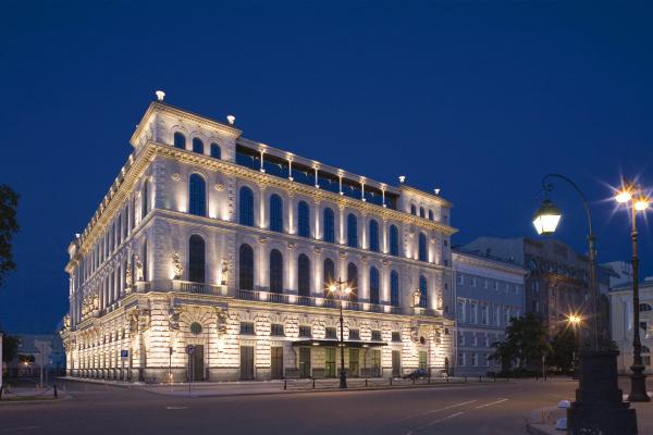 Офисное здание на площади Островского, 2008 «Евгений Герасимов и партнеры» © фотография Олега Манова