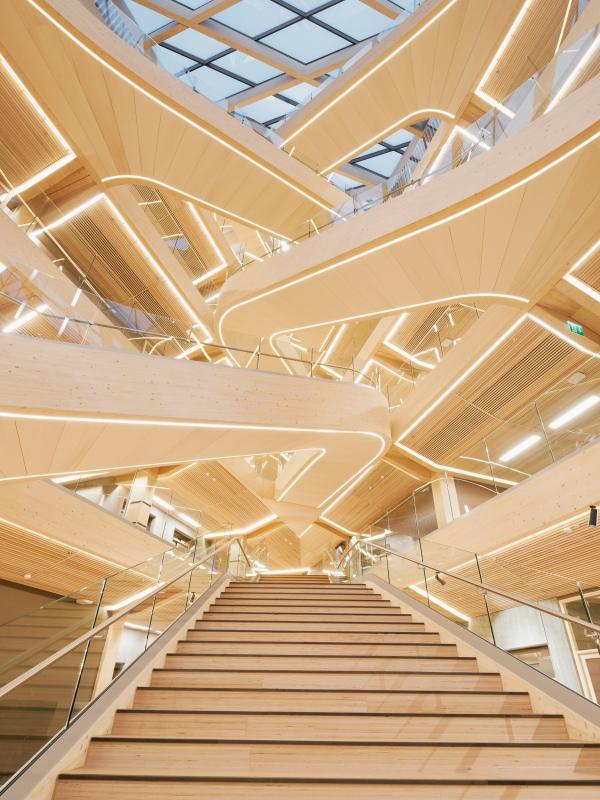 Лестница атриума финансового центра Бьергстед Фотография © Paul Masukowitz